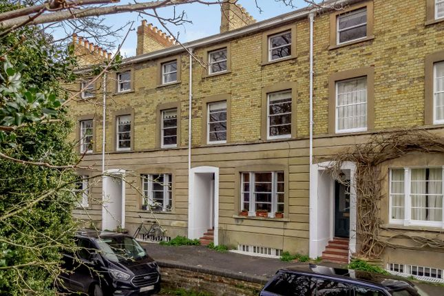 Thumbnail Terraced house for sale in Park Town, Oxford