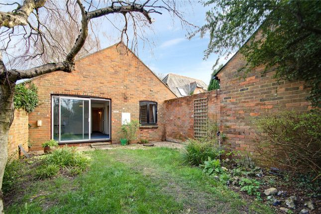 1 bed bungalow to rent in Station Road, Chinnor, Oxfordshire OX39