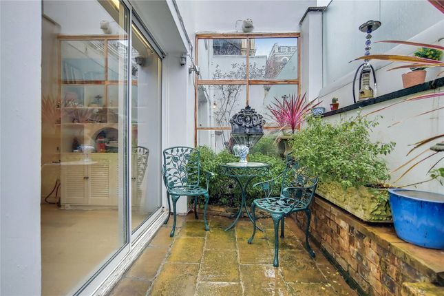 Picture No. 04 of Cornwall Mews South, London SW7