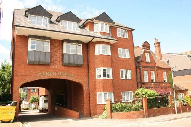 Thumbnail Flat to rent in Albyn House, Alexandra Road, Hemel Hempstead