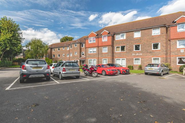 2 bed flat for sale in Green Lane, Windsor SL4