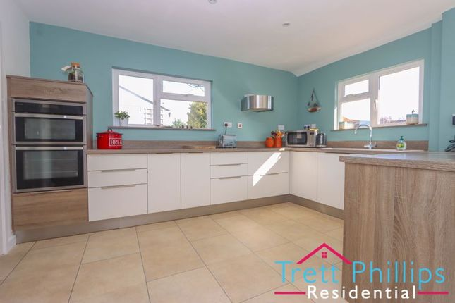 2 bed bungalow to rent in Ling Way, Coltishall, Norwich NR12
