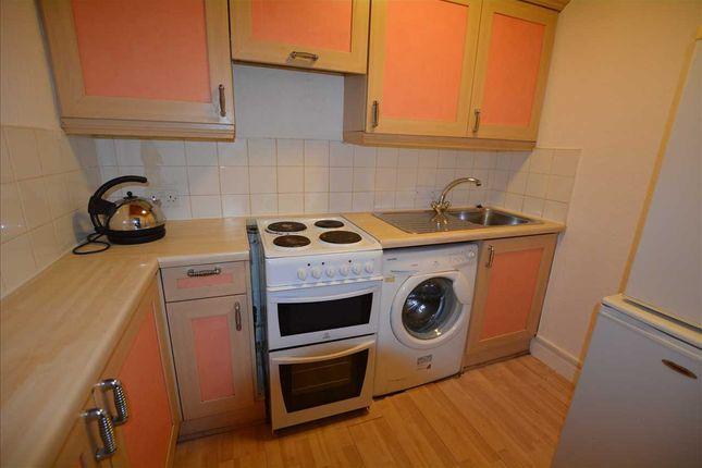 Kitchen of Tollcross Road, Tollcross G32