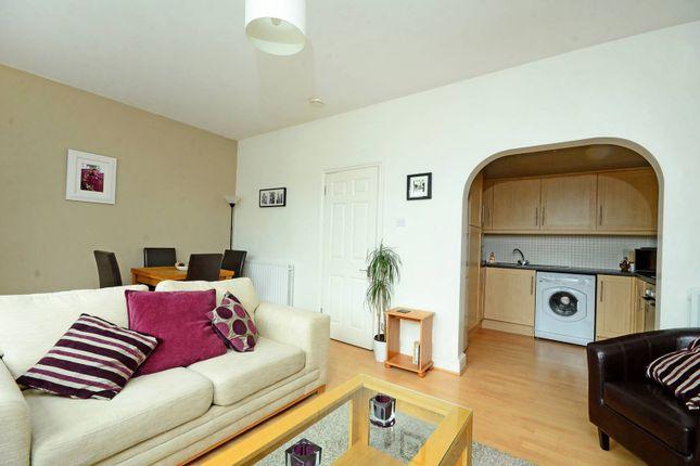 Thumbnail Flat to rent in Garratt Lane, Earlsfield, London