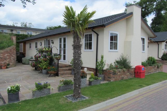2 Bed Mobile Park Home For Sale In Yeomans Way Pilgrims Retreat Ref