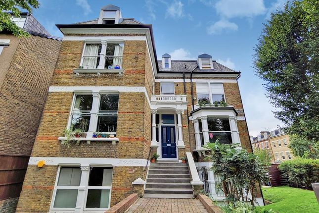 Flat to rent in Queens Drive, London