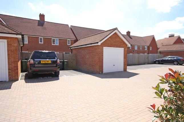 Brookfield Drive Horley Surrey Rh6 3 Bedroom Semi Detached House For Sale 43944328