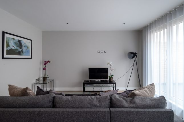 Thumbnail Flat to rent in Regency Street, London