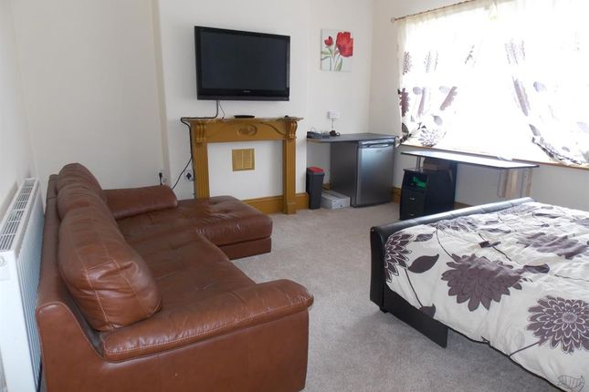 Thumbnail Flat to rent in Park Street, Cleethorpes