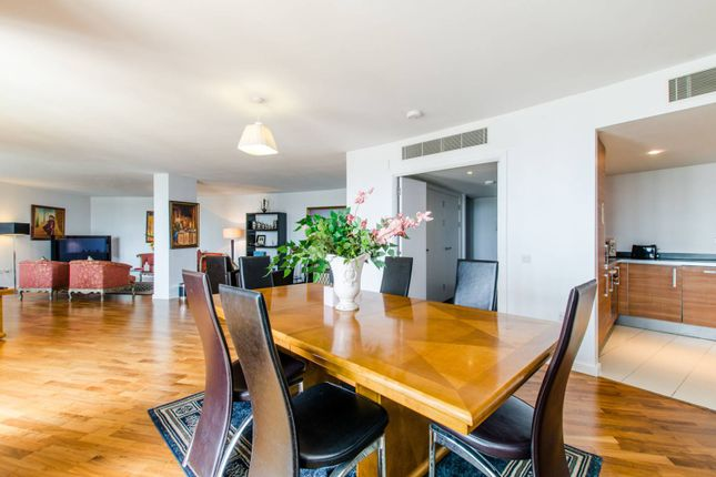 Thumbnail Flat to rent in Lombard Road, Wandsworth