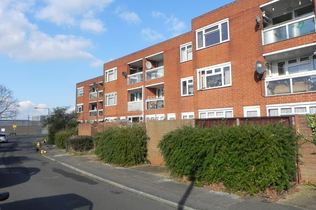 Thumbnail Flat for sale in Barn Mead, Harlow