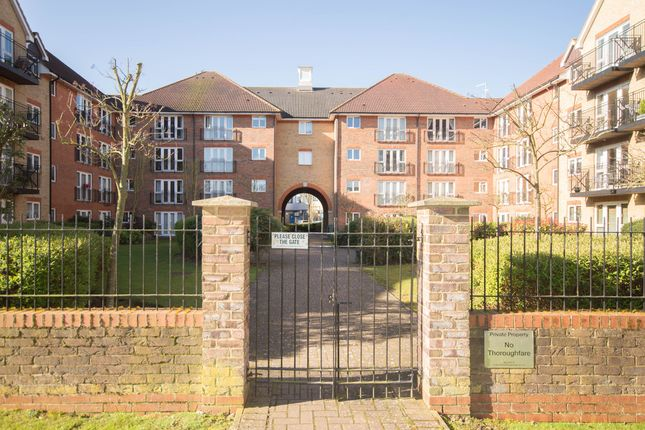 Thumbnail Flat to rent in Sutton Court, Crane Mead, Ware
