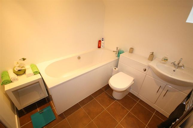 Family Bathroom of Carronvale Road, Larbert FK5