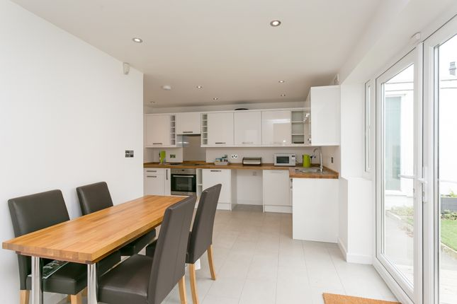 Thumbnail Property to rent in Walkerscroft Mead, London