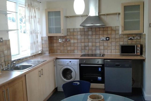 Thumbnail Flat to rent in Dowdeswell Close, London