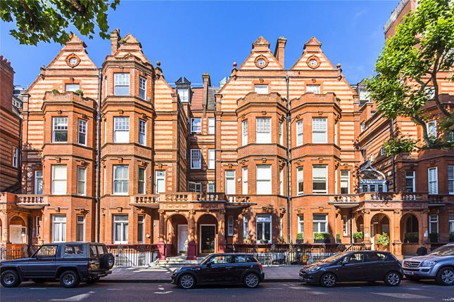 Thumbnail Flat for sale in Sloane Gardens, London