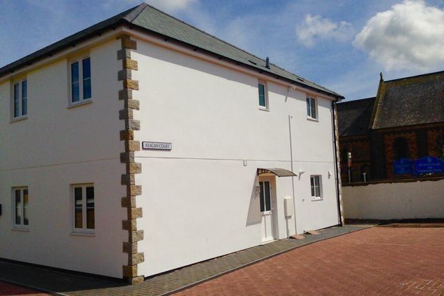 Thumbnail Flat to rent in Roskear, Camborne