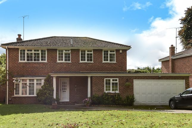 Thumbnail Detached house for sale in Dunnock Way, Wargrave, Reading