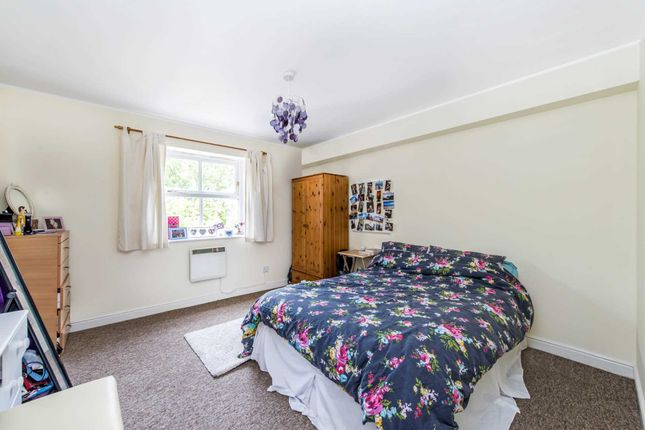 Thumbnail Flat to rent in Griffiths Road, Wimbledon