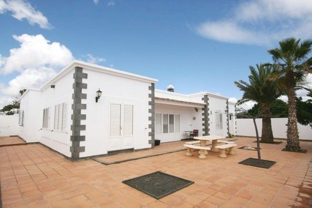 Thumbnail Chalet for sale in Los Helechos, Costa Teguise, Lanzarote, Canary Islands, Spain