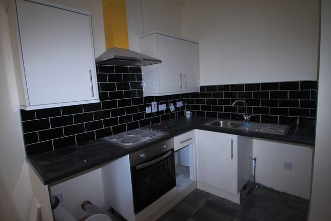 Thumbnail Flat to rent in Bradford Road, Bailiff Bridge, Brighouse