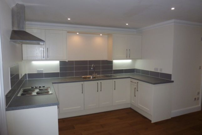 3 bed flat to rent in Clayton Court, Downing Street, Farnham