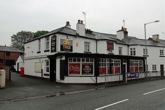 Thumbnail Pub/bar for sale in Ruabon Road, Wrexham
