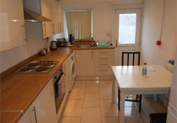 Shared accommodation to rent in Oystermouth Road, Swansea
