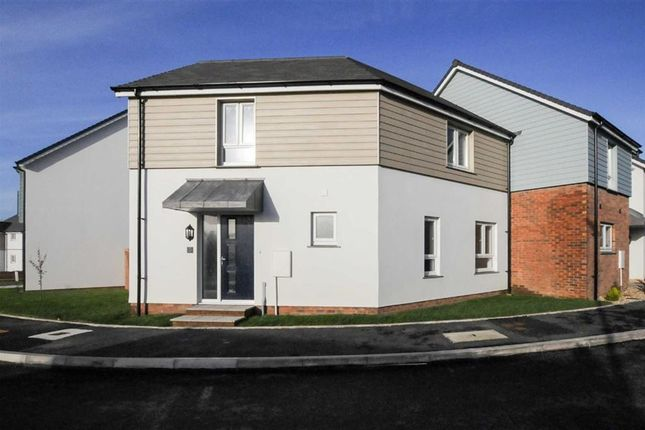 Thumbnail Semi-detached house for sale in Brooks Avenue, Holsworthy, Devon
