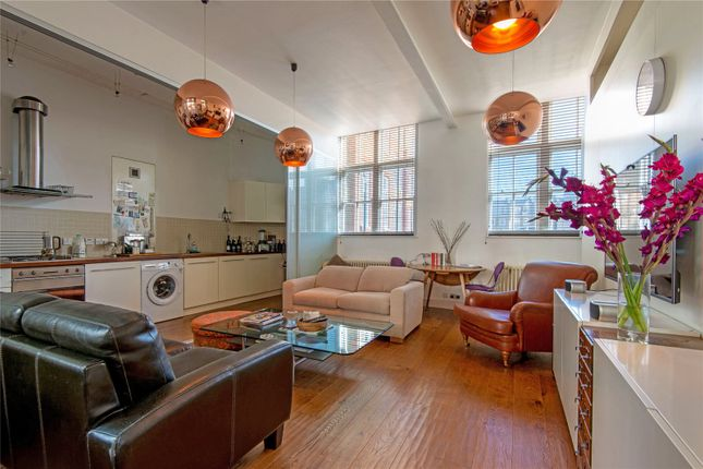 Thumbnail Flat for sale in Kingsway Place, London
