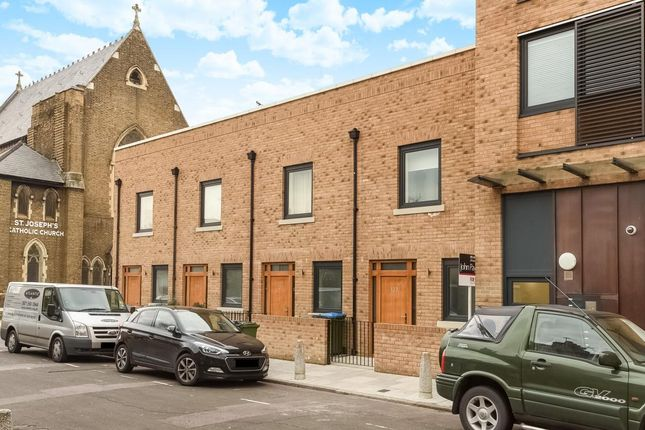 Thumbnail Town house to rent in Pelton Road, London