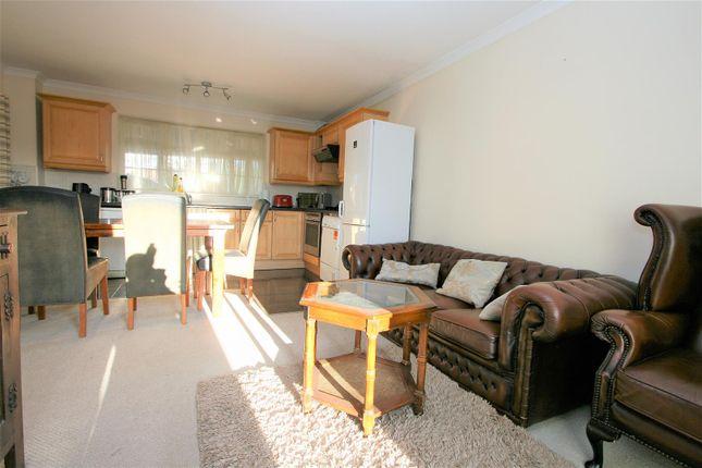 Living Room/Annexe Kitchen