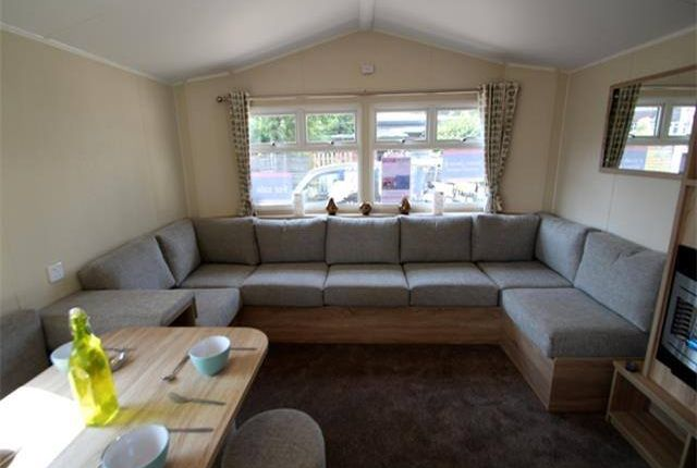 Thumbnail Mobile/park home for sale in Holland On Sea, Clacton On Sea