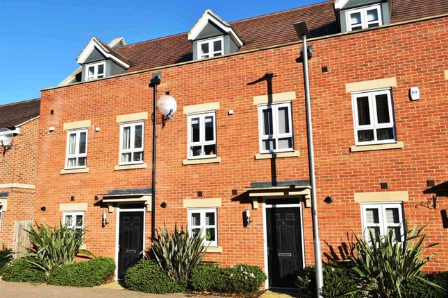 Thumbnail Town house for sale in Rondetto Avenue, Newbury