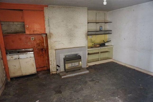 Living Room of Thomas Street West, Halifax HX1