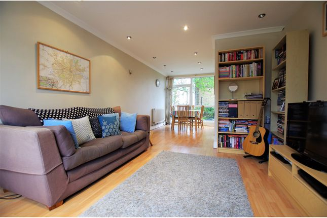 Thumbnail Maisonette for sale in Michaels Close, London