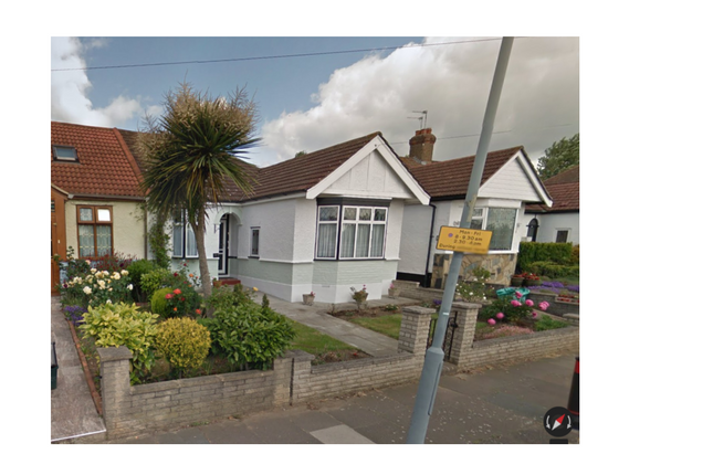 Thumbnail Bungalow to rent in Mossford Lane, Ilford