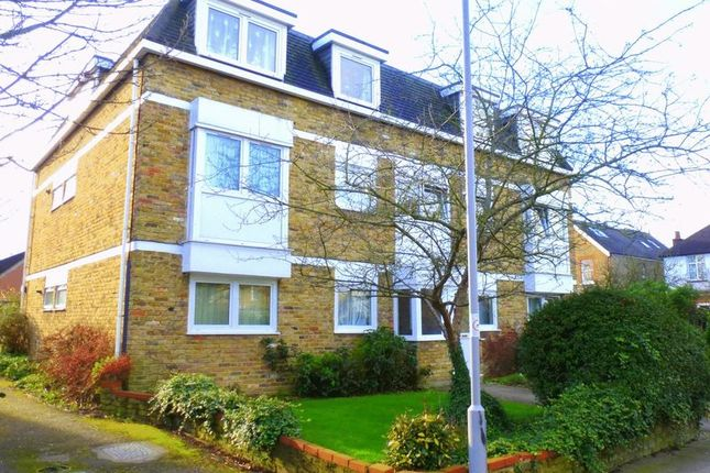 2 bed flat to rent in Latchmere Road, North Kingston KT2
