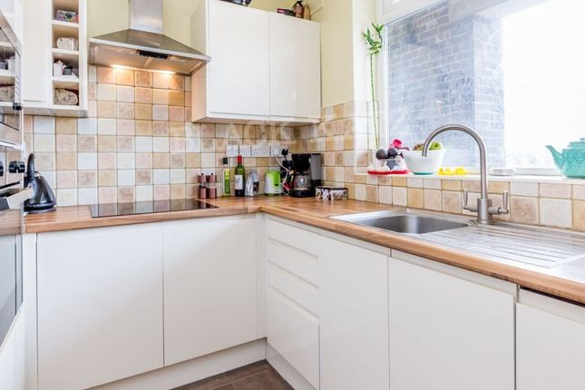 Thumbnail Maisonette to rent in Viceroy Close, East End Road, London
