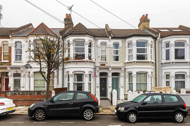 2 bed flat to rent in Burrows Road, London NW10