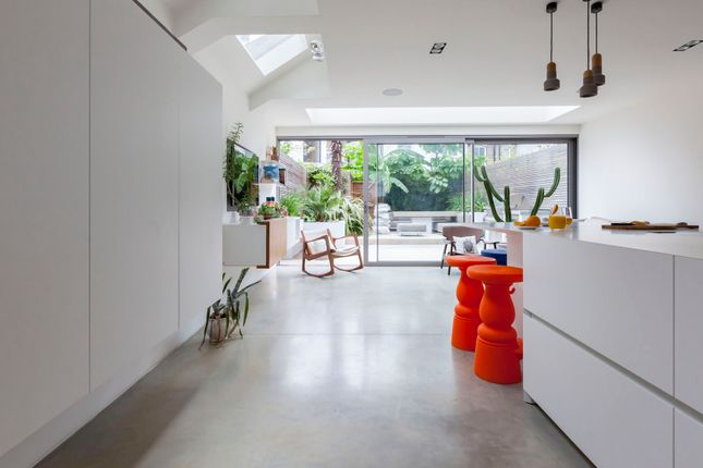 Thumbnail Town house to rent in Bovingdon Road, London