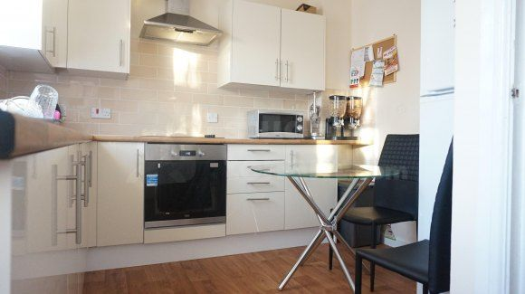 Thumbnail Shared accommodation to rent in Lakeside Avenue, London, Greater London