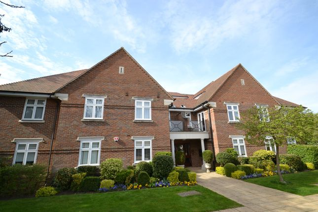 2 bed flat for sale in Gills Hill, Radlett WD7