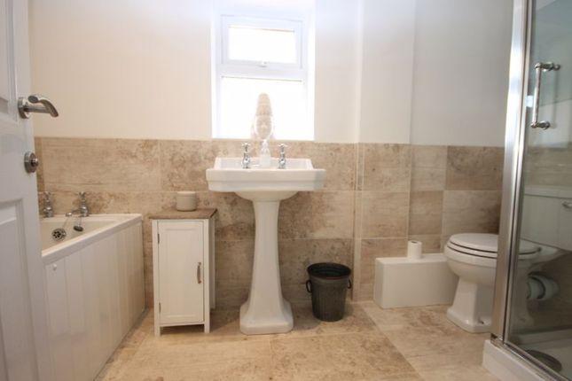 Bathroom of Freeborn Close, Kidlington OX5