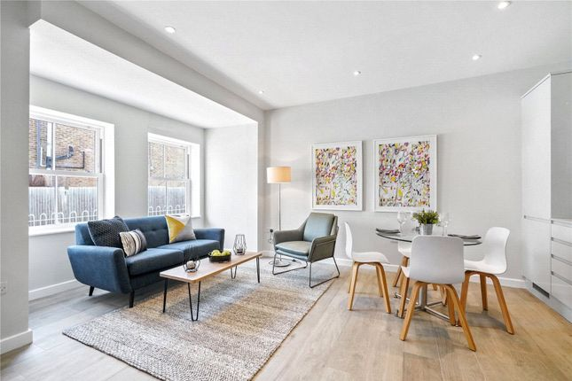 2 bed mews house for sale in Claremont Road, West Byfleet, Surrey KT14