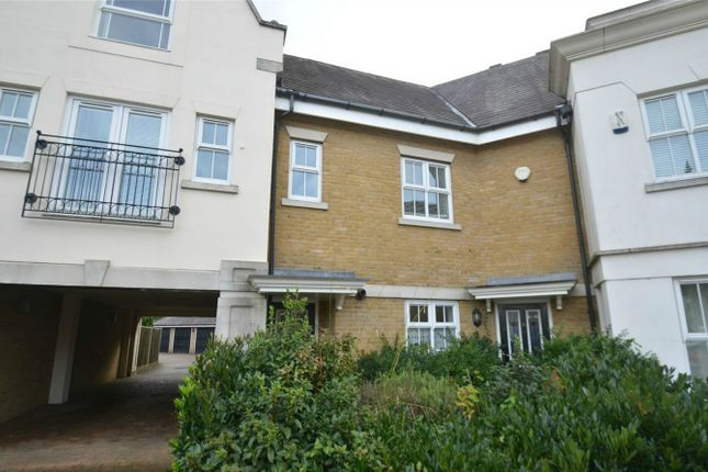 Thumbnail Flat to rent in 10 Deveraux Close, Langley Waterside, Beckenham