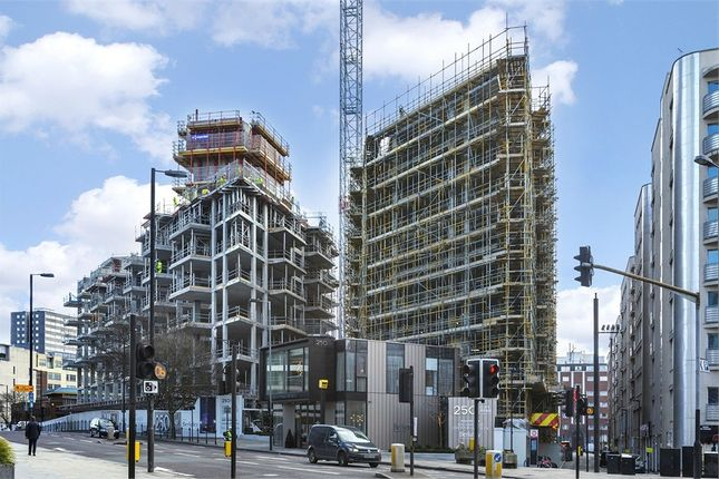 Thumbnail Flat for sale in Carrara Tower, 250 City Road, London