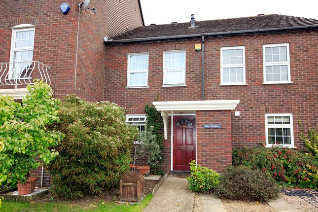 Thumbnail Terraced house for sale in Park Crescent, 6Ns