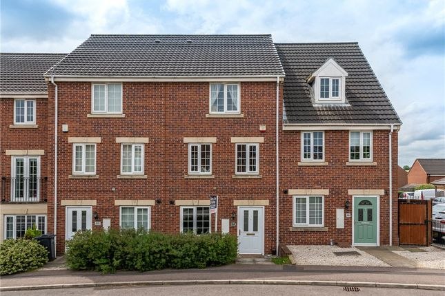 4 bed town house for sale in New Forest Way, Middleton, Leeds LS10
