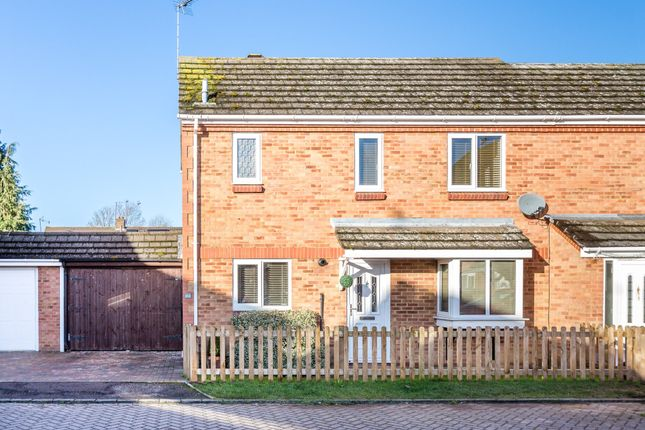 3 bed semi-detached house to rent in Bradfield Close, Rushden NN10